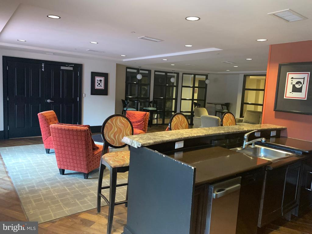 Clubroom with kitchen - 777 7TH ST NW #518, WASHINGTON