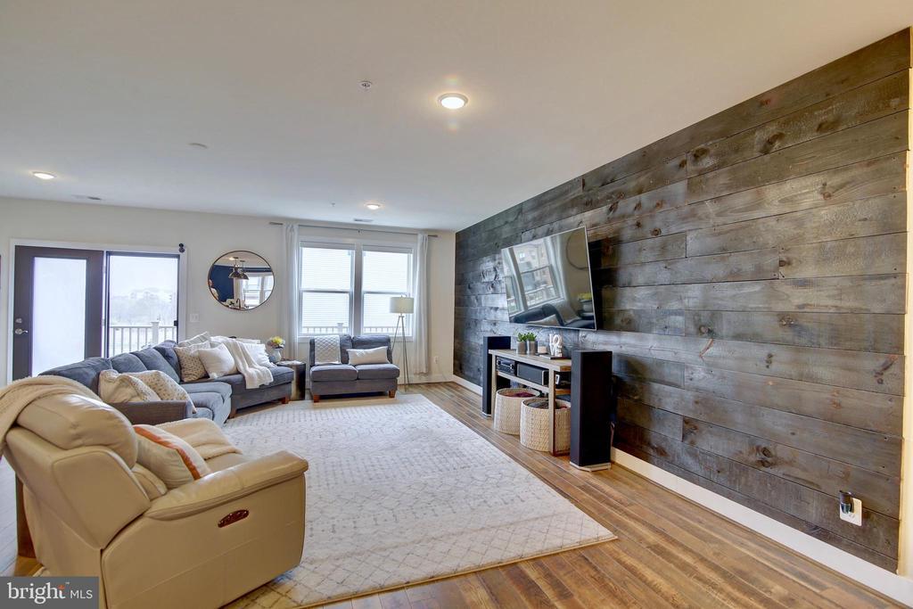 Custom built wall in great room - 20539 MILBRIDGE TER, ASHBURN