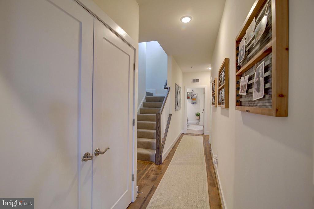 Upstairs hallway - 20539 MILBRIDGE TER, ASHBURN