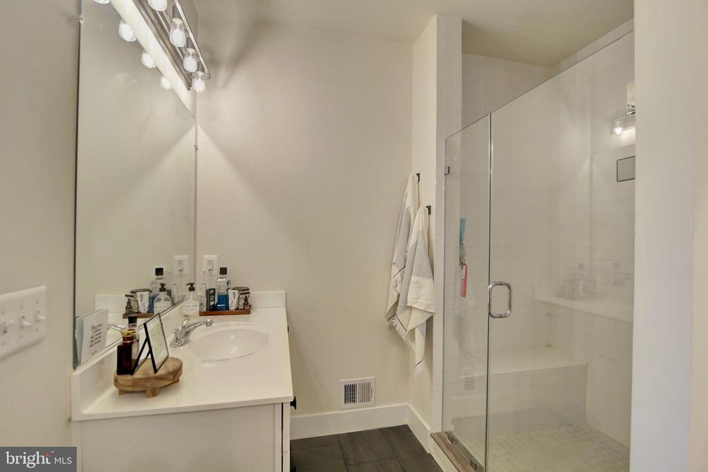 Frameless shower in Master bathroom - 20539 MILBRIDGE TER, ASHBURN
