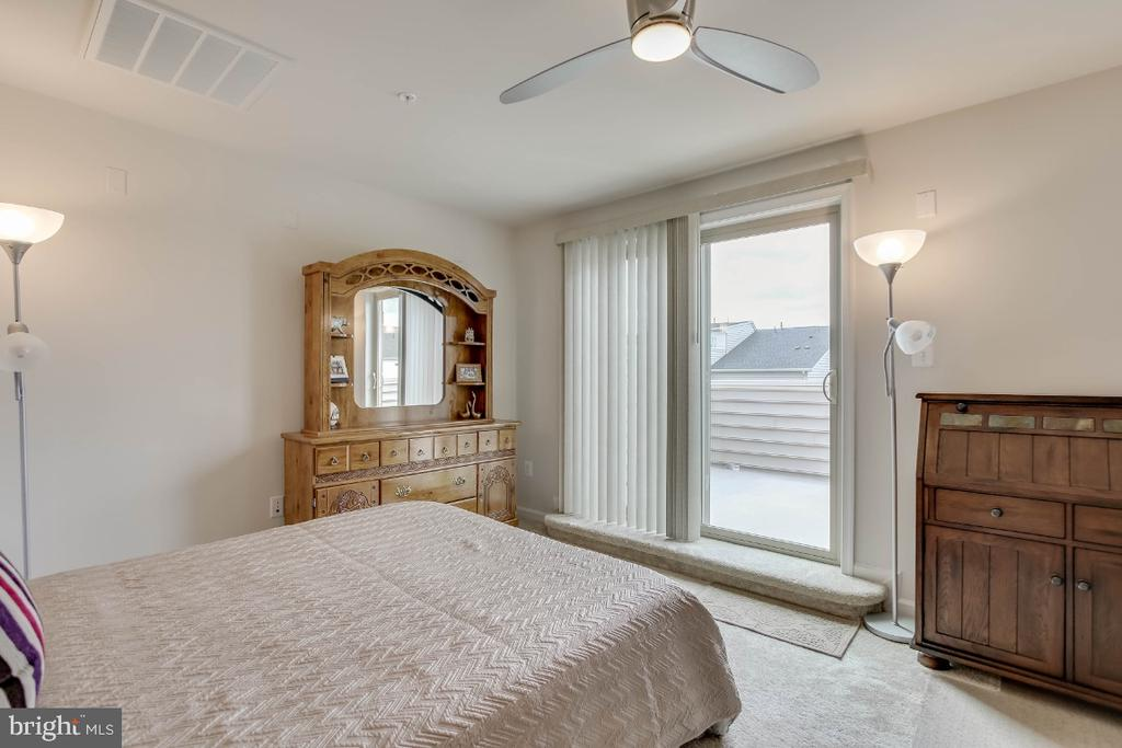 Designed as bedroom 4, updated with ceiling fan - 5812 ROCHEFORT ST, IJAMSVILLE