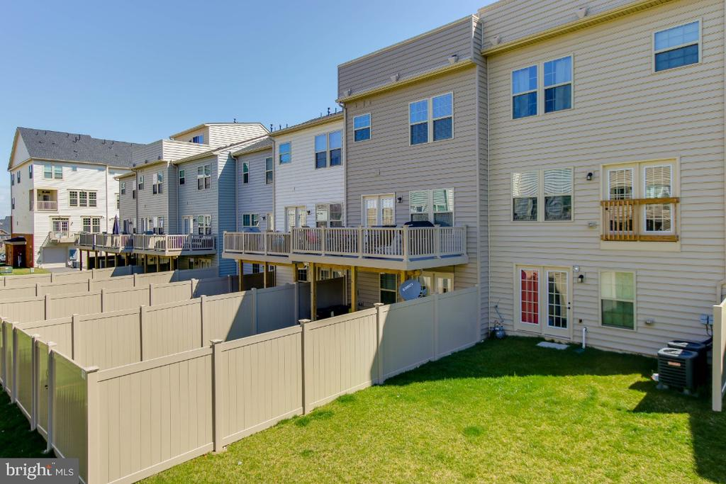 Enjoy countryside views from your rooftop balcony - 5812 ROCHEFORT ST, IJAMSVILLE