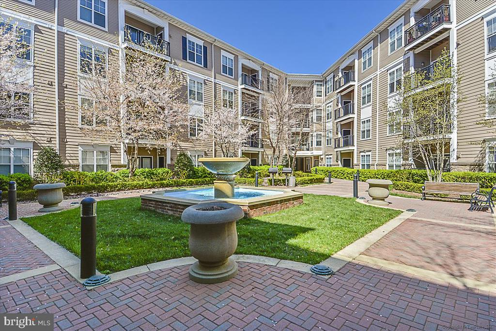 Courtyard at Condo - 501 HUNGERFORD DR #157, ROCKVILLE