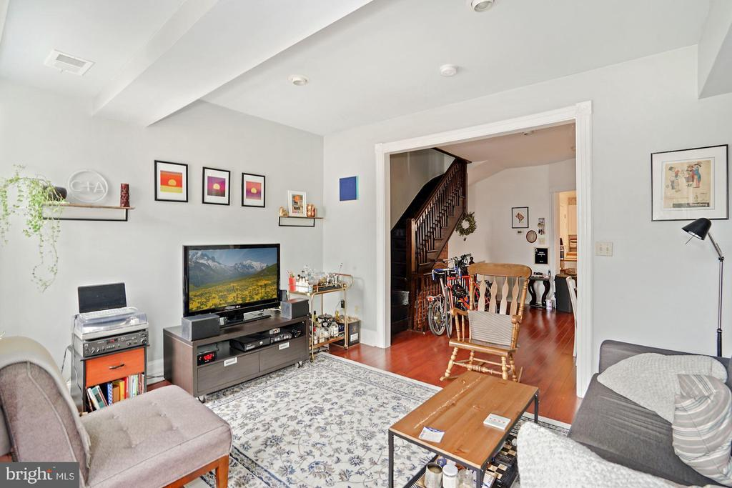 Unit #2 living room - 1009 OTIS PL NW, WASHINGTON
