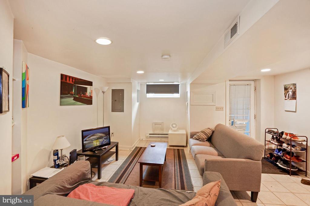 Lower Level Living area - 1009 OTIS PL NW, WASHINGTON