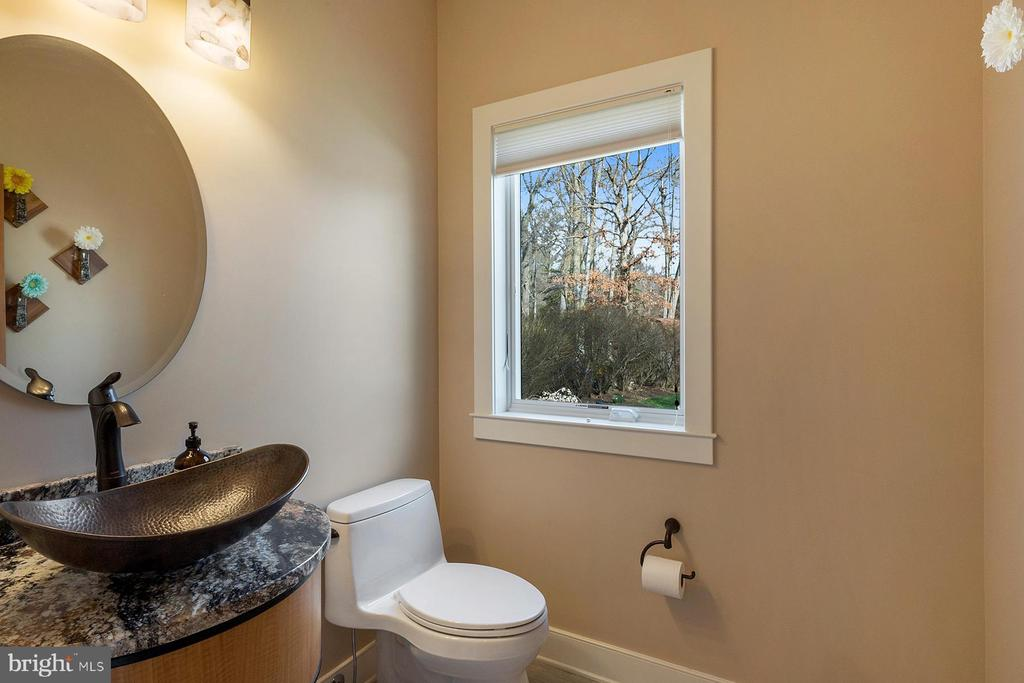 Main level powder room with hammered copper sink - 1696 BEECH LN, ANNAPOLIS