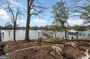Low-maintenance yard leads to the private pier - 1696 BEECH LN, ANNAPOLIS