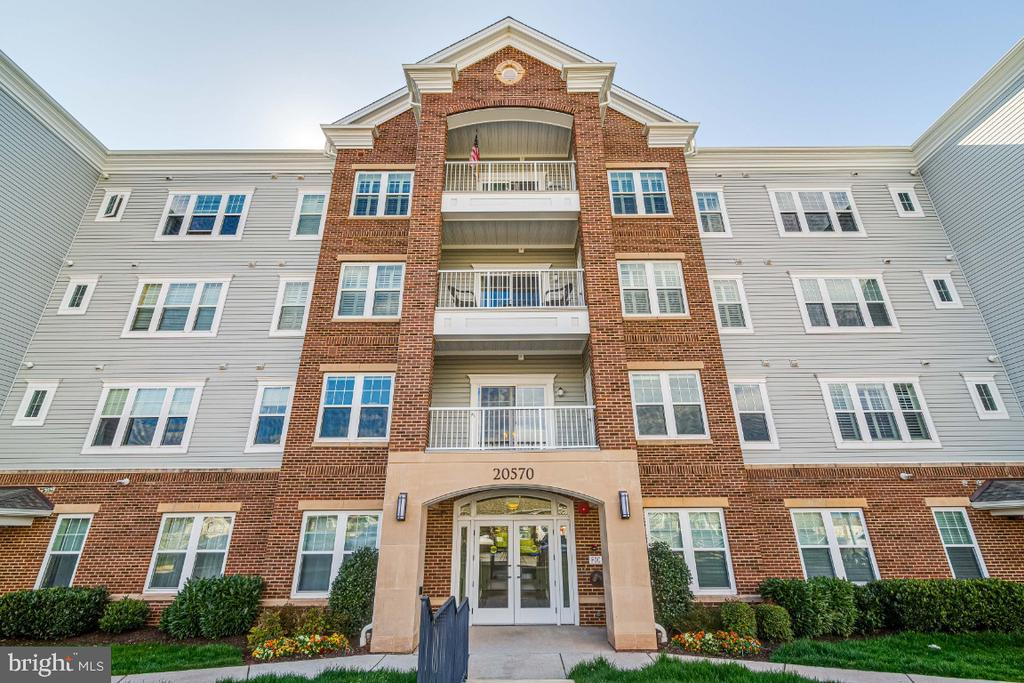 Lovely building with private entry foyer. - 20570 HOPE SPRING TER #205, ASHBURN