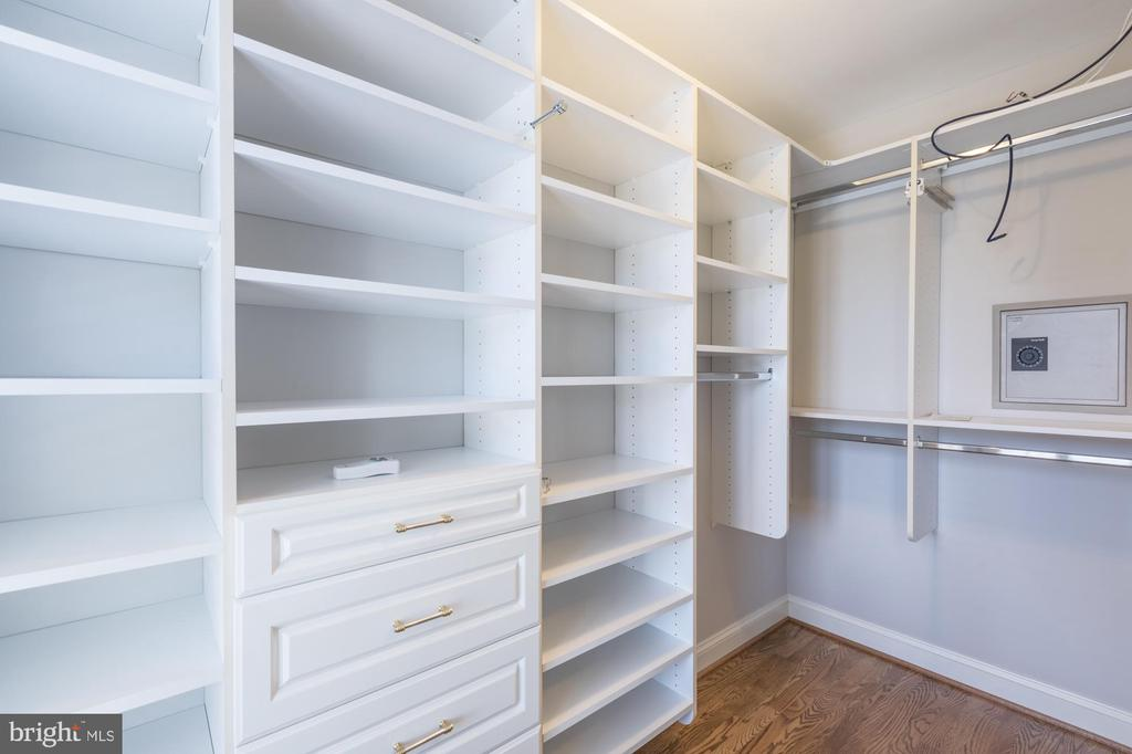 Master closet - 1204 N PITT ST, ALEXANDRIA