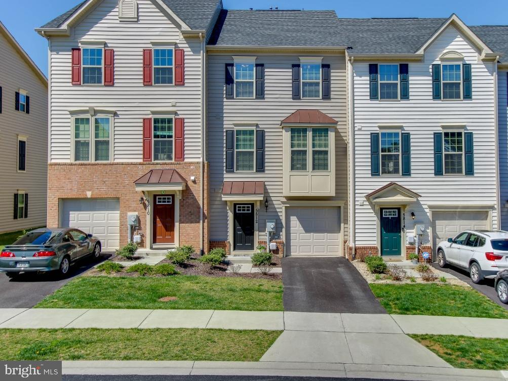 Just 2 years young , ready for you to move in - 5812 ROCHEFORT ST, IJAMSVILLE