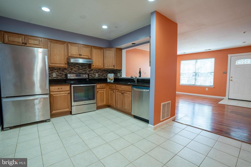 Fully Renovated Kitchen! - 13920 HIGHSTREAM PL #693, GERMANTOWN