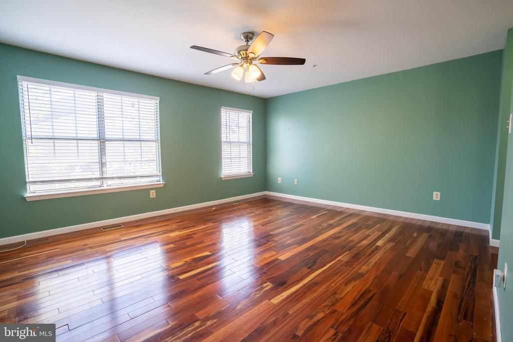 Huge private MBR suite on top level! - 13920 HIGHSTREAM PL #693, GERMANTOWN