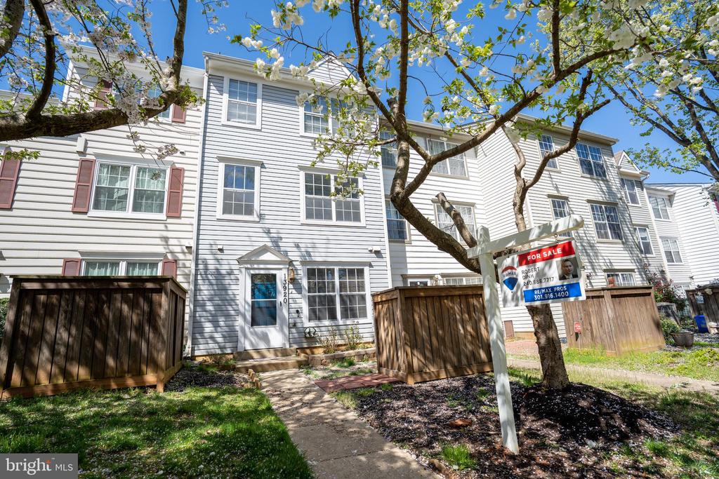 Fully Renovated Move-In ready 3br Townhome! - 13920 HIGHSTREAM PL #693, GERMANTOWN