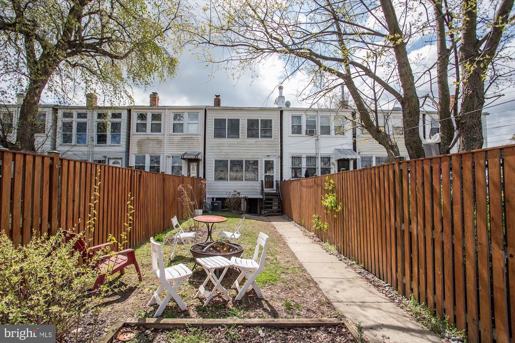 Large backyard - 618 EVARTS ST NE, WASHINGTON