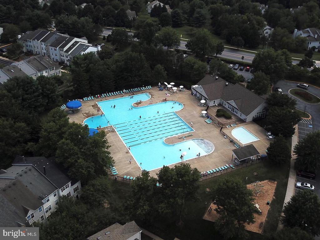 Community pool! - 13920 HIGHSTREAM PL #693, GERMANTOWN