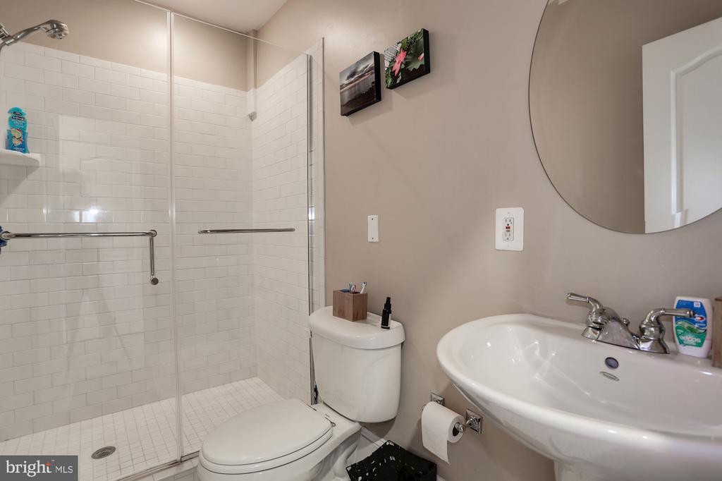 Second Full Bathroom on Second Floor - 618 EVARTS ST NE, WASHINGTON