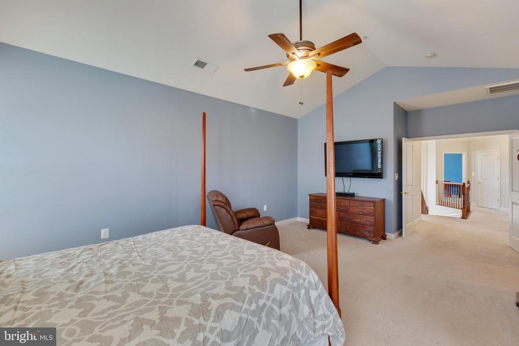 Master Bedroom - 20240 MCNAMARA RD, POOLESVILLE