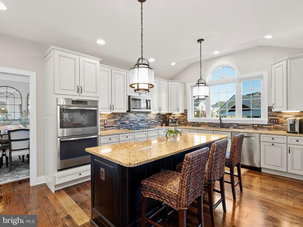 Stunning Kitchen with Stainless Steel appliances - 41488 DEER POINT CT, ALDIE