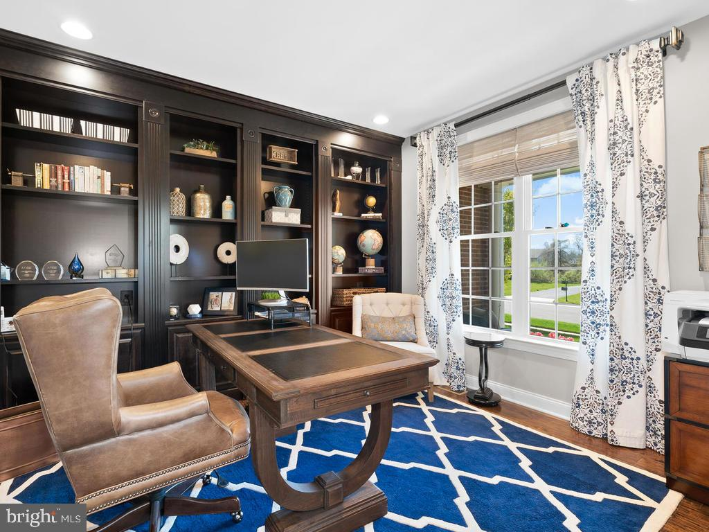 Office with build in Shelves - 41488 DEER POINT CT, ALDIE