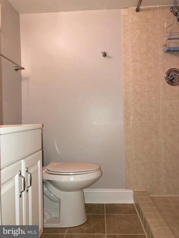 Downstairs full bath - 3536 S STAFFORD ST #A2, ARLINGTON