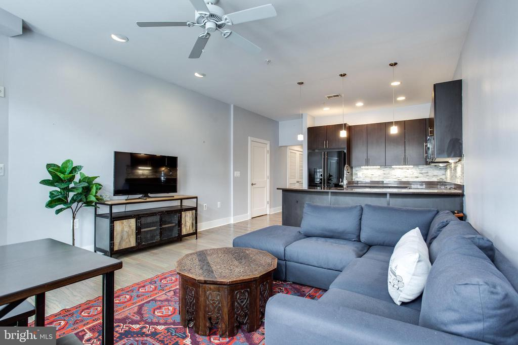 9' Ceilings Throughout - 1515 11TH ST NW #1-2, WASHINGTON