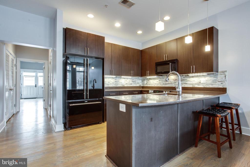 Fantastic Kitchen with Breakfast Bar - 1515 11TH ST NW #1-2, WASHINGTON