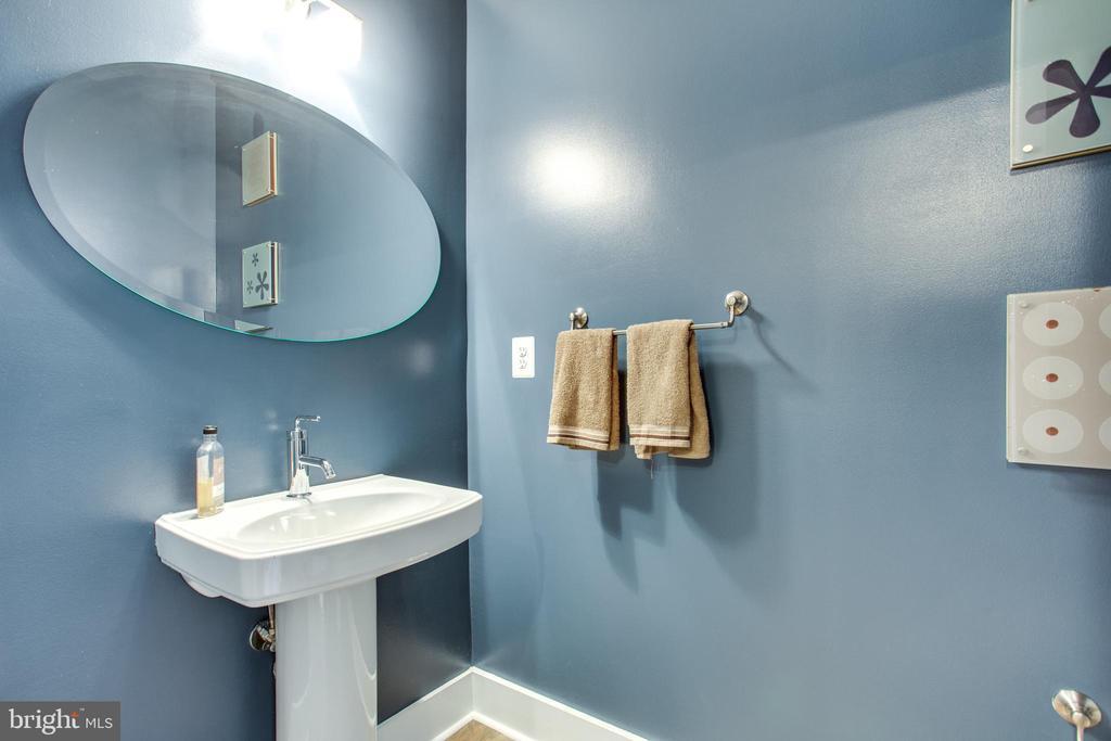 Bonus Powder Room for Guests - 1515 11TH ST NW #1-2, WASHINGTON