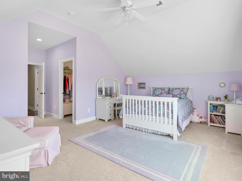 Spacious 4th bedroom w/large walk in closet - 41488 DEER POINT CT, ALDIE