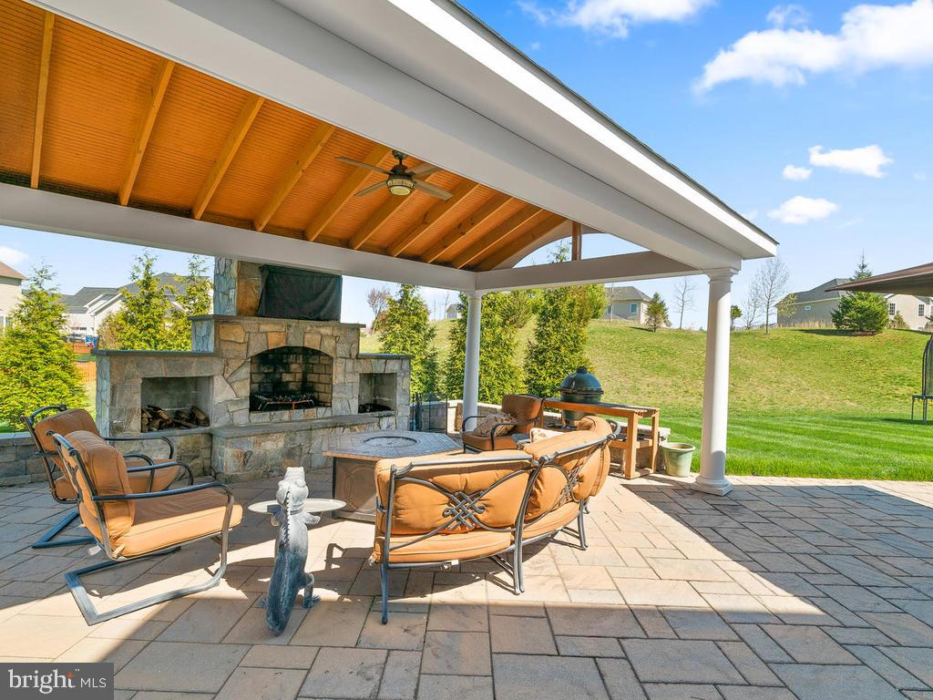 What an unbelievable outdoor entertaining area! - 41488 DEER POINT CT, ALDIE