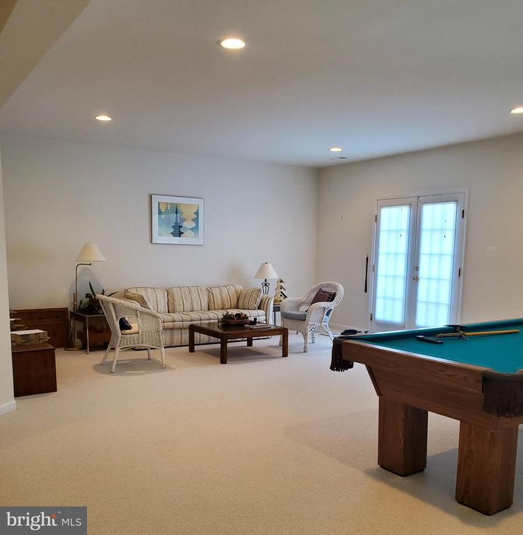 Rec room with pool table - 43592 MERCHANT MILL TER, LEESBURG