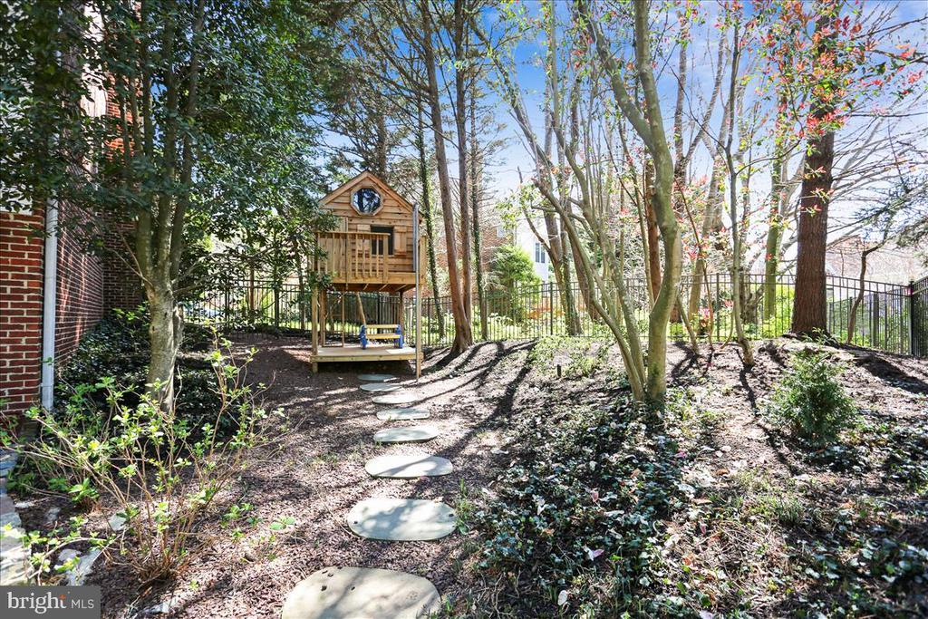 Side Yard and Play Set - 6308 MOUNTAIN BRANCH CT, BETHESDA