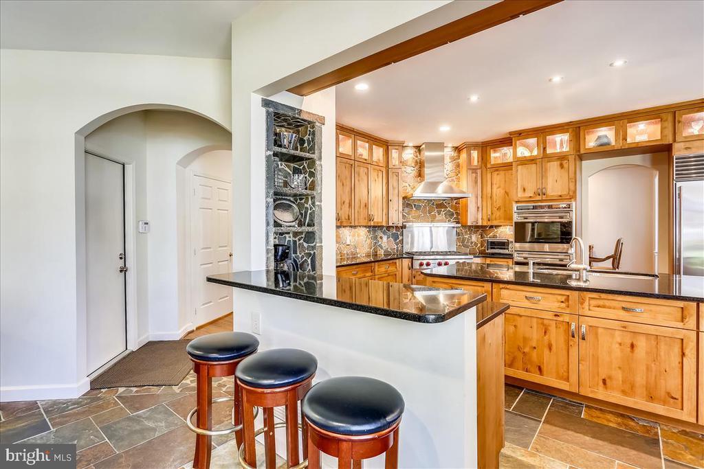 Breakfast Bar and Kitchen - 6308 MOUNTAIN BRANCH CT, BETHESDA