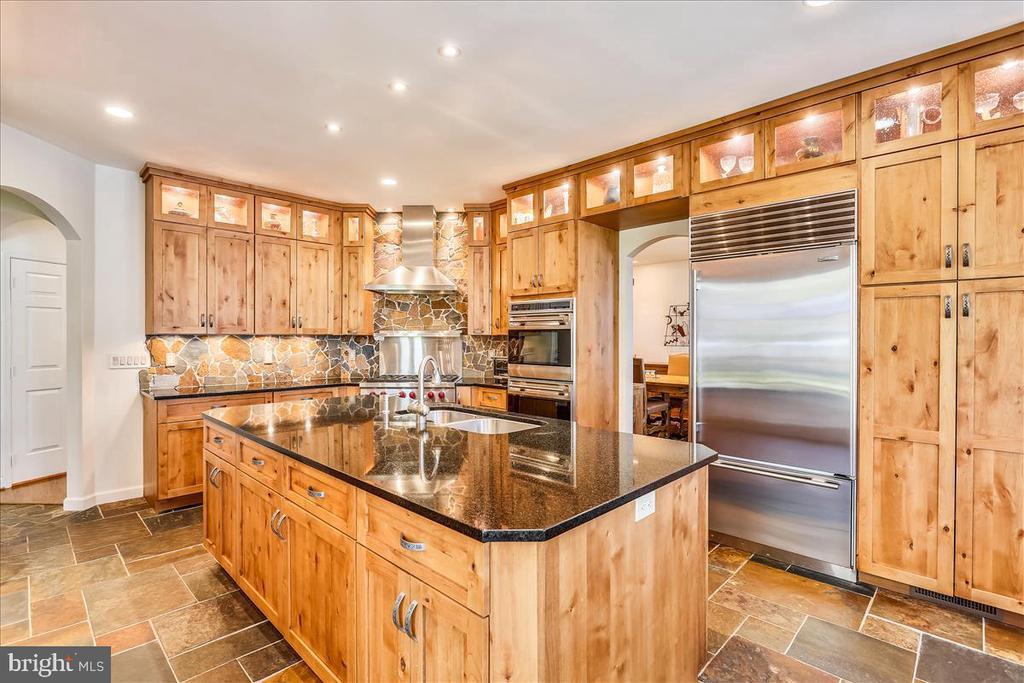 Gourmet Kitchen - 6308 MOUNTAIN BRANCH CT, BETHESDA