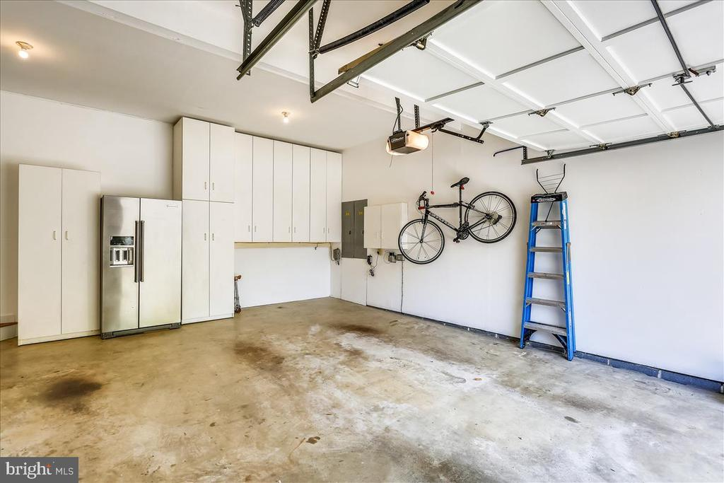 Oversized Garage - 6308 MOUNTAIN BRANCH CT, BETHESDA