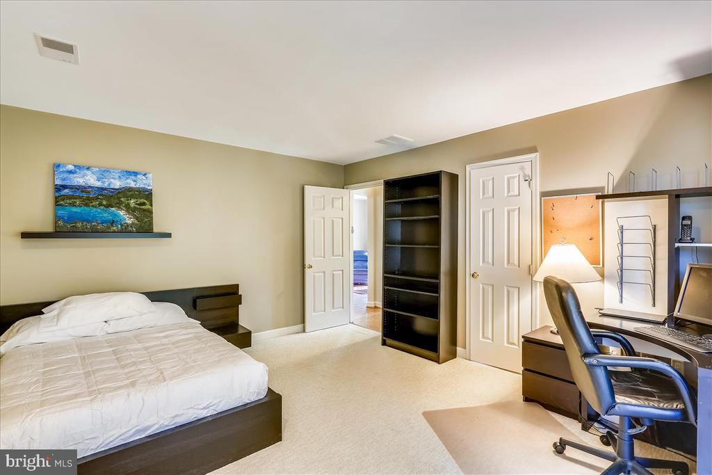 Bedroom #3 - 6308 MOUNTAIN BRANCH CT, BETHESDA