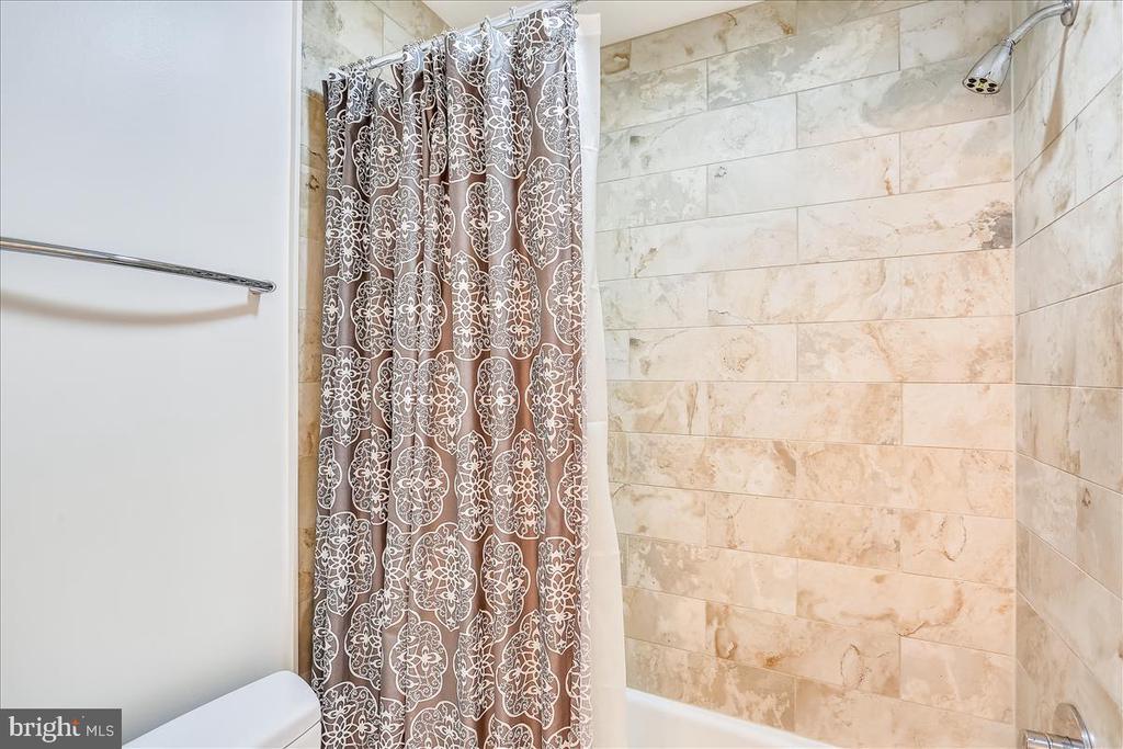 Upper Level Full Bath #2 - 6308 MOUNTAIN BRANCH CT, BETHESDA