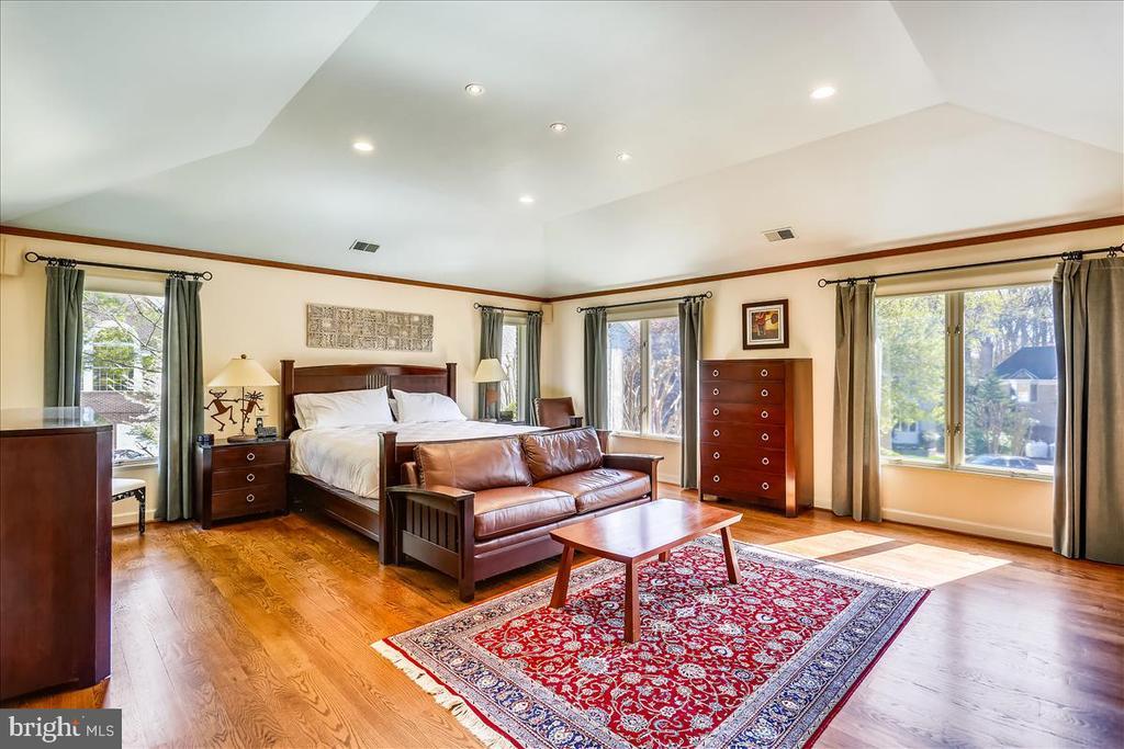 Master Bedroom - 6308 MOUNTAIN BRANCH CT, BETHESDA
