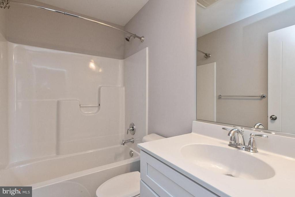 Full bath. - 7142 MASTERS RD, NEW MARKET