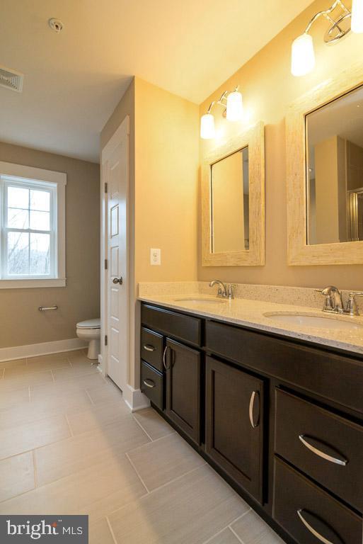 Master bath - double vanities - 7136 MASTERS RD, NEW MARKET