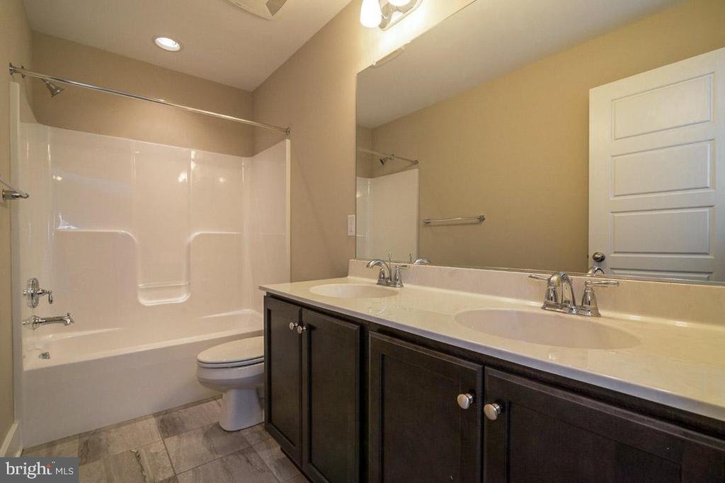 Upper full bath. - 7136 MASTERS RD, NEW MARKET