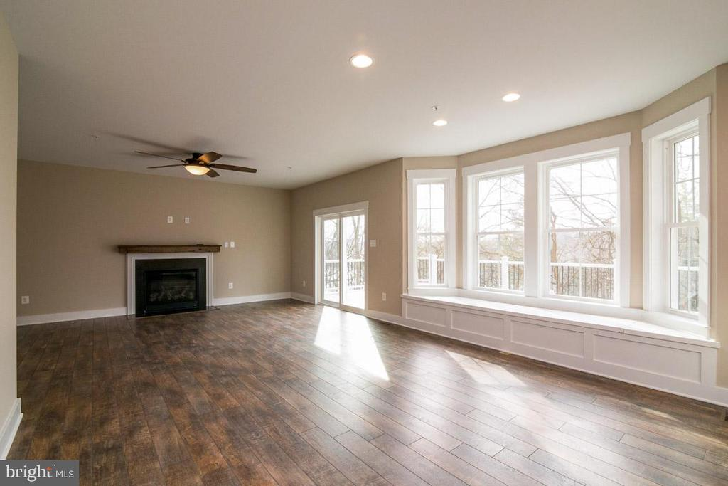 Open to eating area - oversized window seat. - 7136 MASTERS RD, NEW MARKET