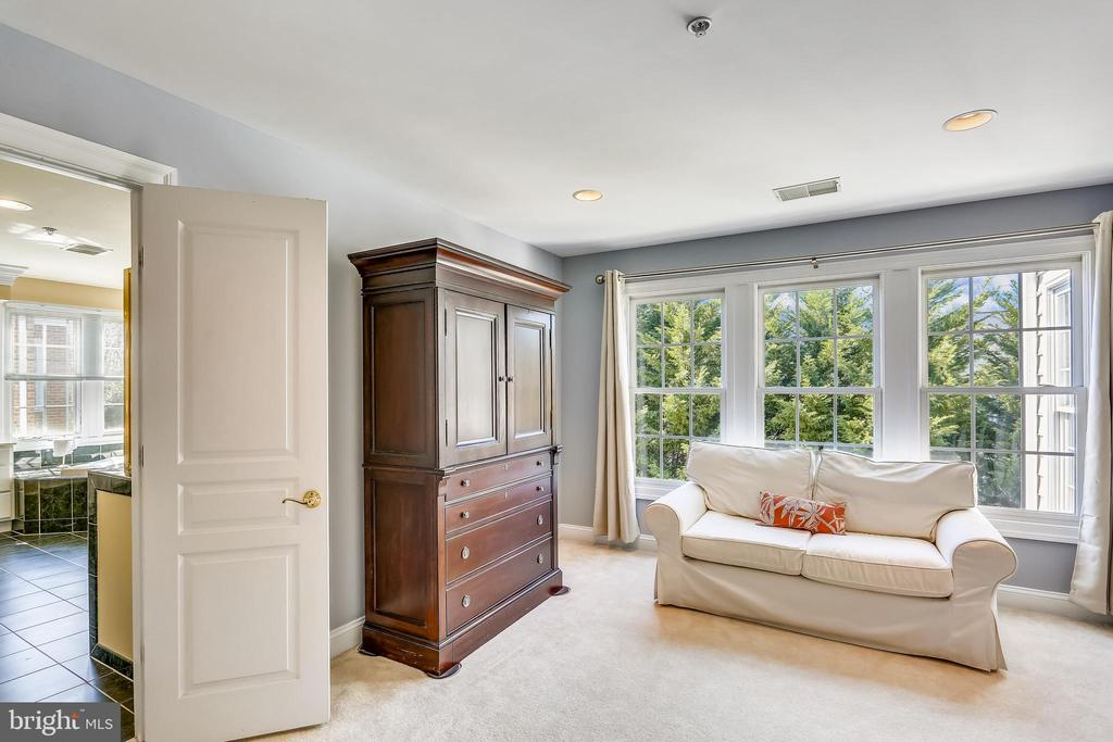 Owners' Suite Sitting Room - 606 OAK KNOLL TER, ROCKVILLE