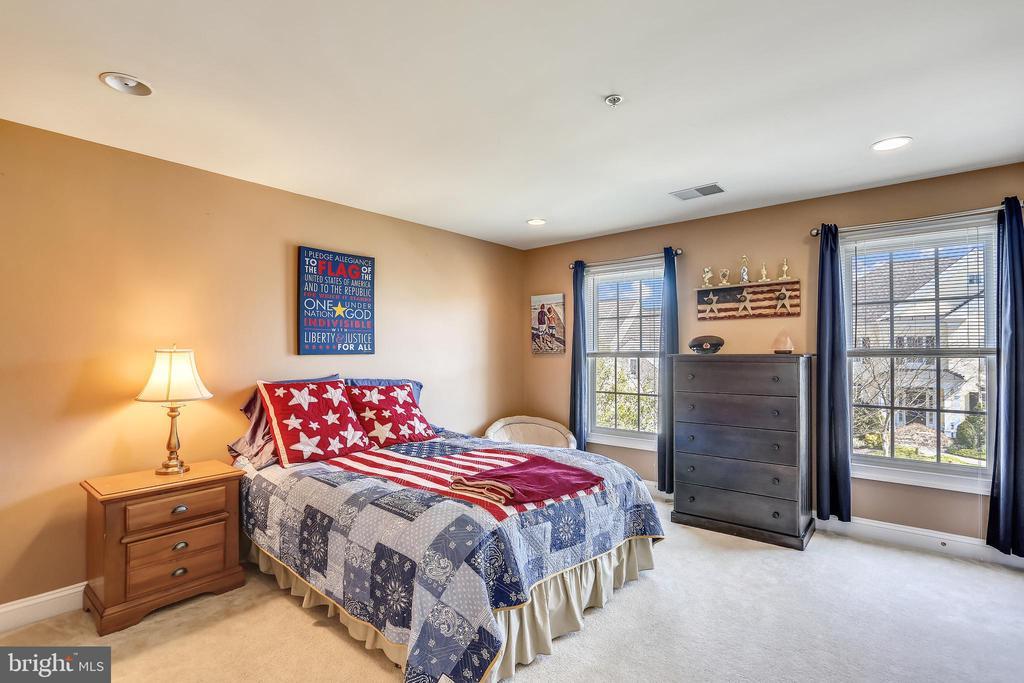 Bedroom with En Suite Bathroom - 606 OAK KNOLL TER, ROCKVILLE
