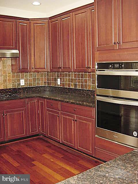 Upgraded 50-inch Cherry Cabinetry - 20137 BLACKWOLF RUN PL, ASHBURN