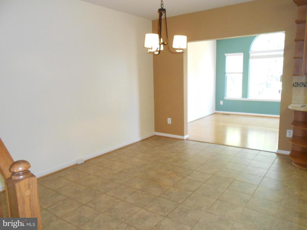 Dining Room - Ceramic Tile floor - 8866 MOAT CROSSING PL, BRISTOW