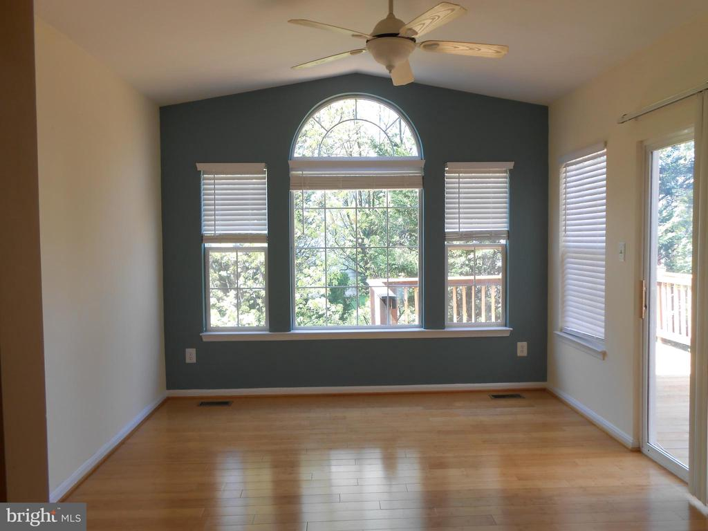 Fabulous Sun Room - Sliding Glass Door to Deck - 8866 MOAT CROSSING PL, BRISTOW