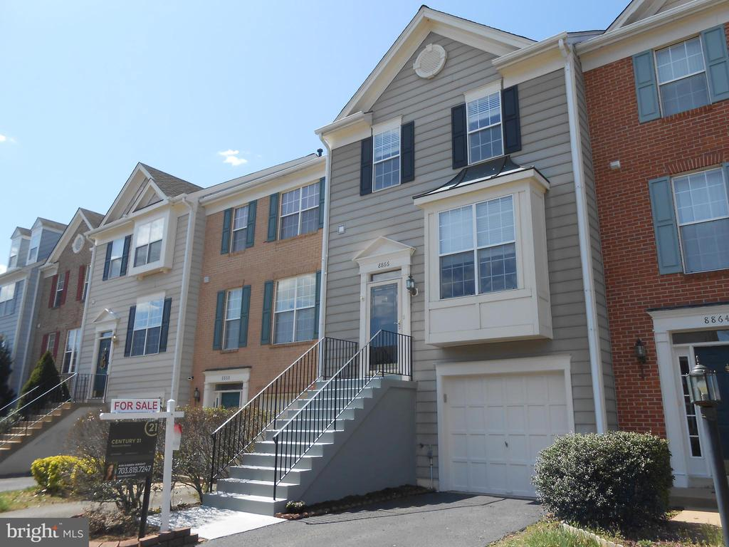 3 Finished levels - 3 Bedrooms - 2.5 baths - 8866 MOAT CROSSING PL, BRISTOW