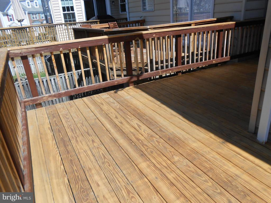 198 square feet of Decking - 8866 MOAT CROSSING PL, BRISTOW