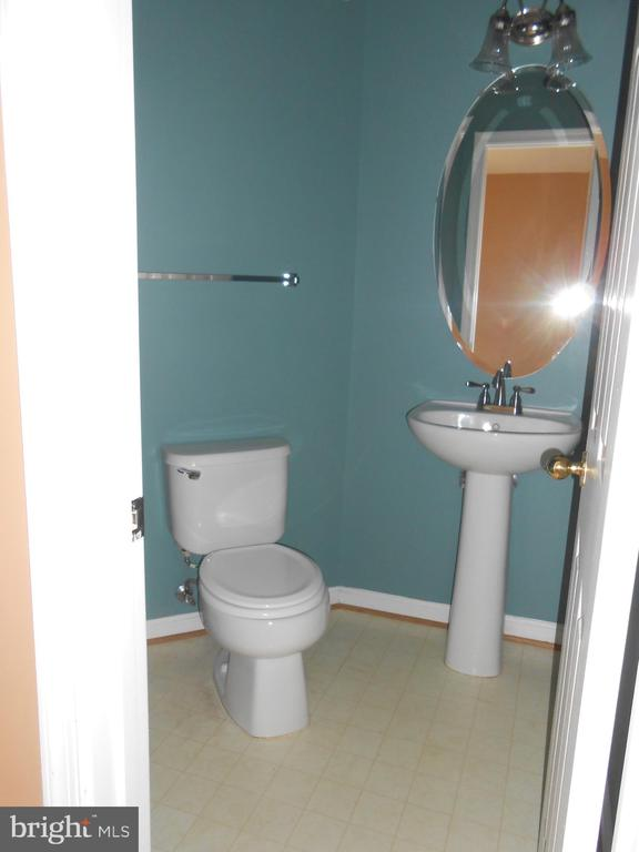 Half Bath on Main Level - 8866 MOAT CROSSING PL, BRISTOW