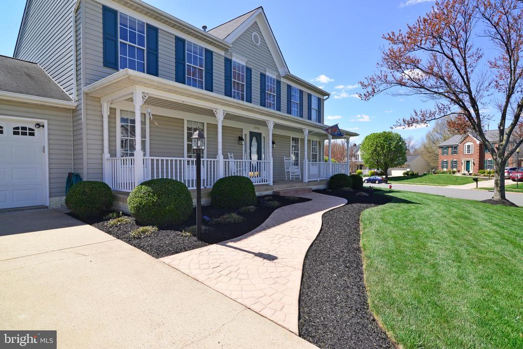 Meticulously maintained!5BR upper level! 3.5 Baths - 20756 LAPLUME PL, ASHBURN
